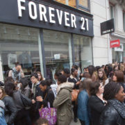 forever-21store exterior with crowd outside